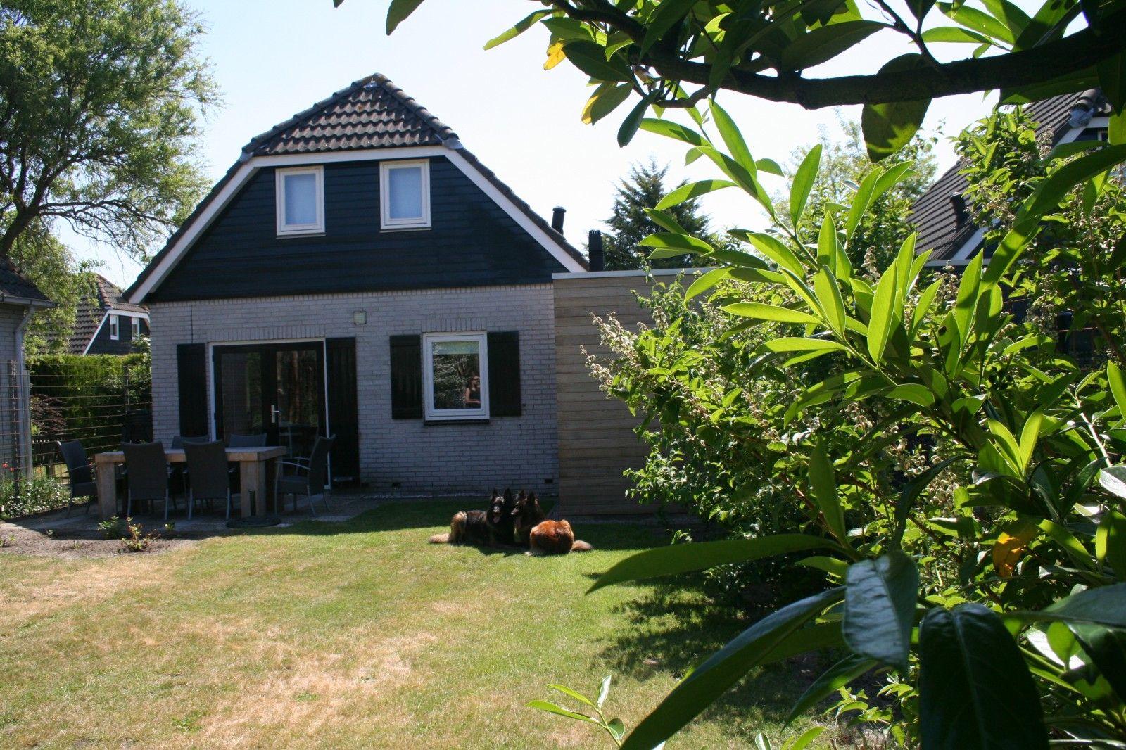 Ferienhaus Zwantje mit 2 m hoch eingezäunten Garten und