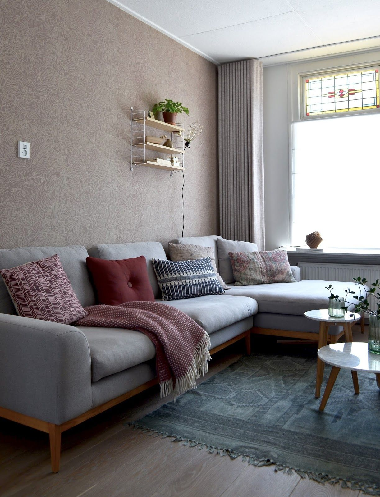Ferm Living Coral wallpaper via MisterDesign photography and styling by Milou Nieuwenhuis van het kastje naar de muur