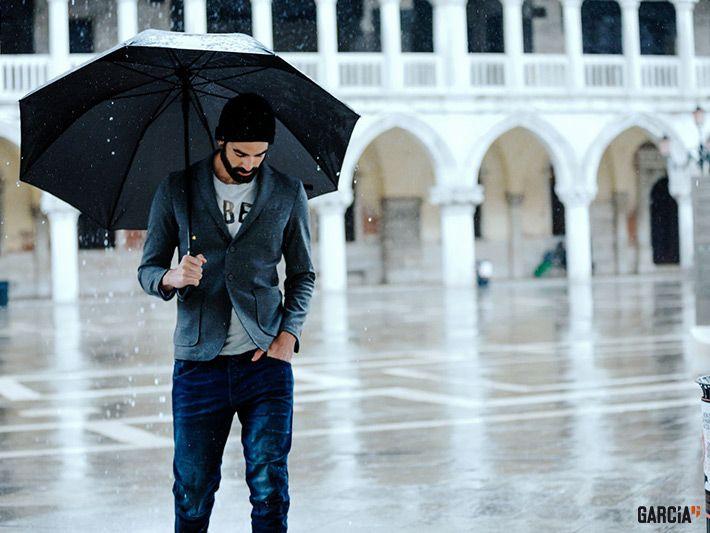 lässiges Shirt, bequemer Blazer, Blue Jeans – der perfekte Herren-Freizeitdress für den Herbst #Garcia #Herrenmode #casual #Jeans