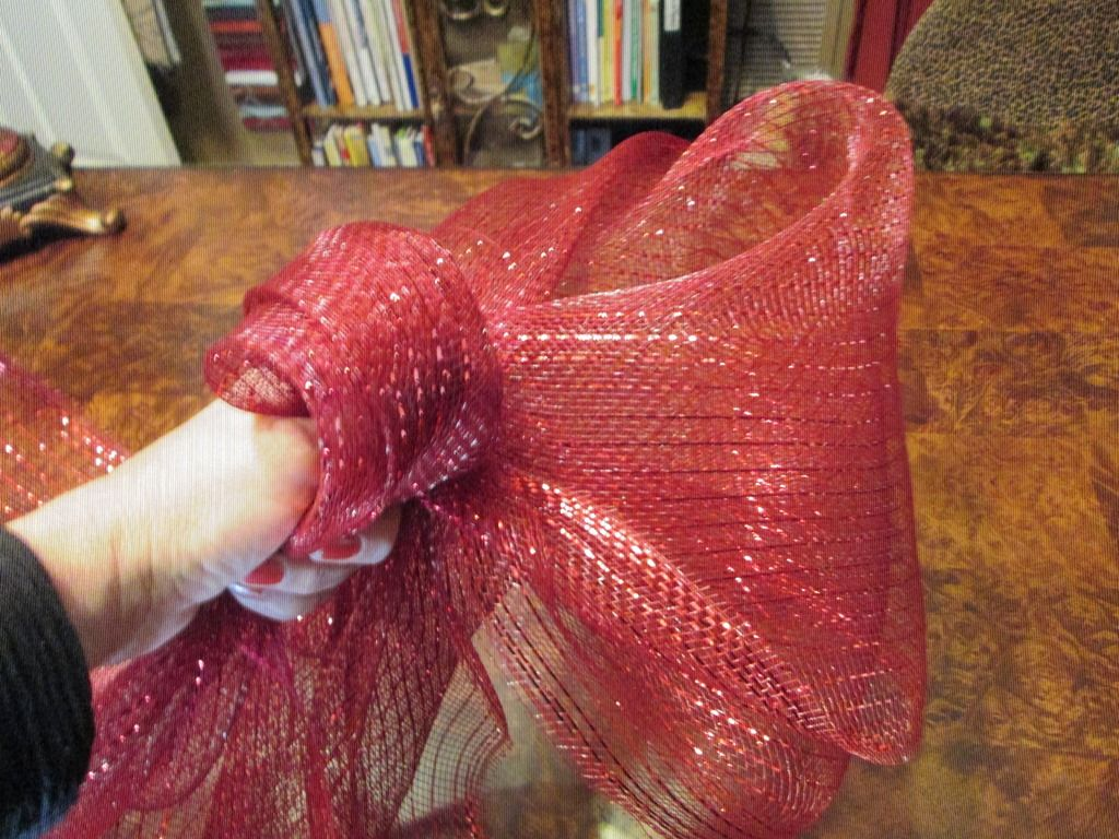 HOW TO CREATE A CHRISTMAS BOW LIKE A PRO! Christmas bows