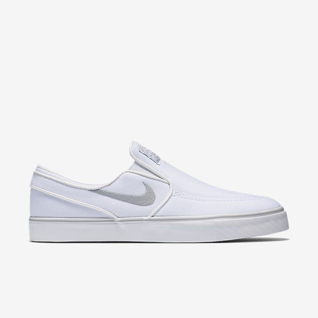 c6c9f72f54c2 Nike SB Zoom Stefan Janoski Slip-On Canvas Unisex Skateboarding Shoe (Men s  Sizing)