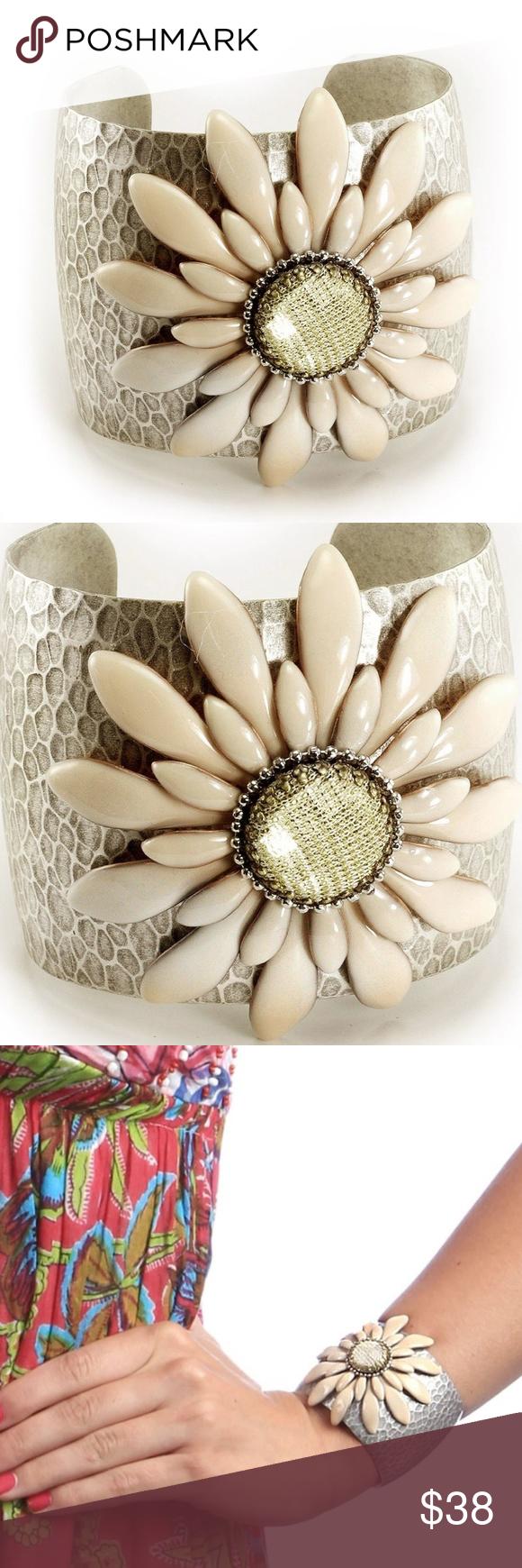 Nwot Cream Double Daisy Flower Cuff Bracelet Cushion Cut