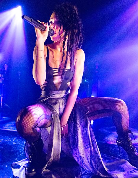 , Rob's GF FKA Twigs Strips Down to Fishnets, Ripped Swimsuit In Concert, My Pop Star Kda Blog, My Pop Star Kda Blog