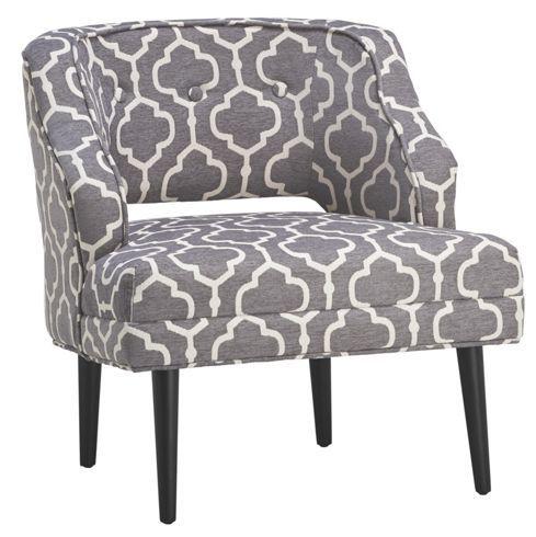 Sessel aus Holz und Stoff in der Farbe Grau/Weiß. B/H/T: ca. 69/73/68cm.