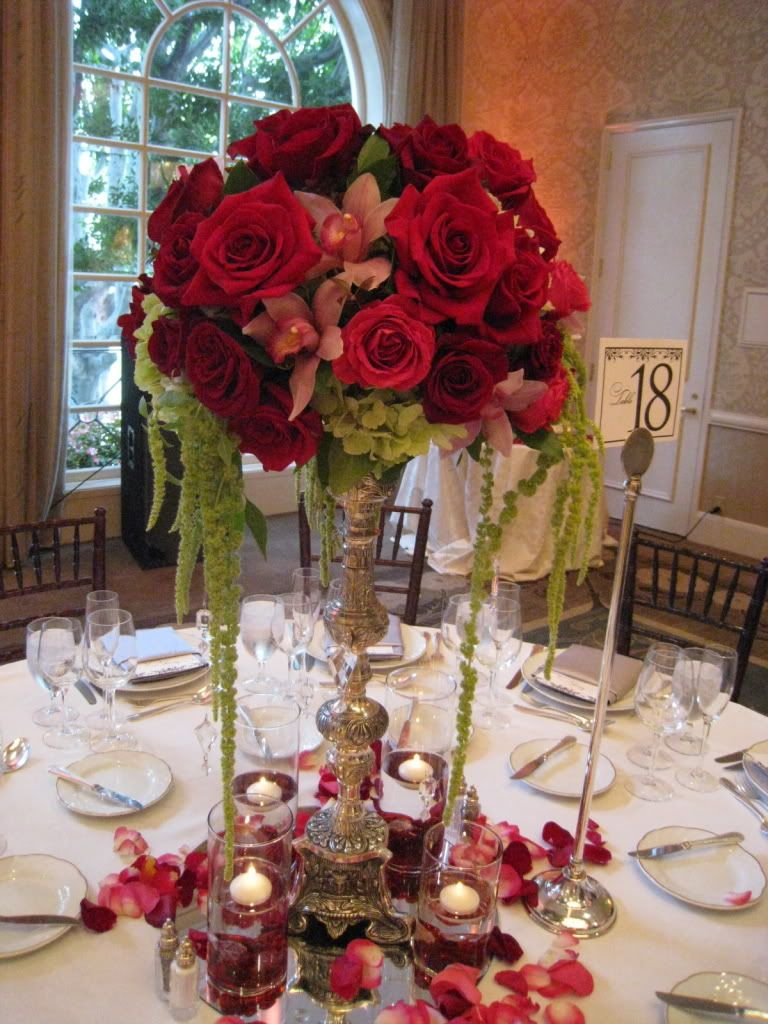 Red Wedding Centrepiece Table Flowers I Like The Shape Of This