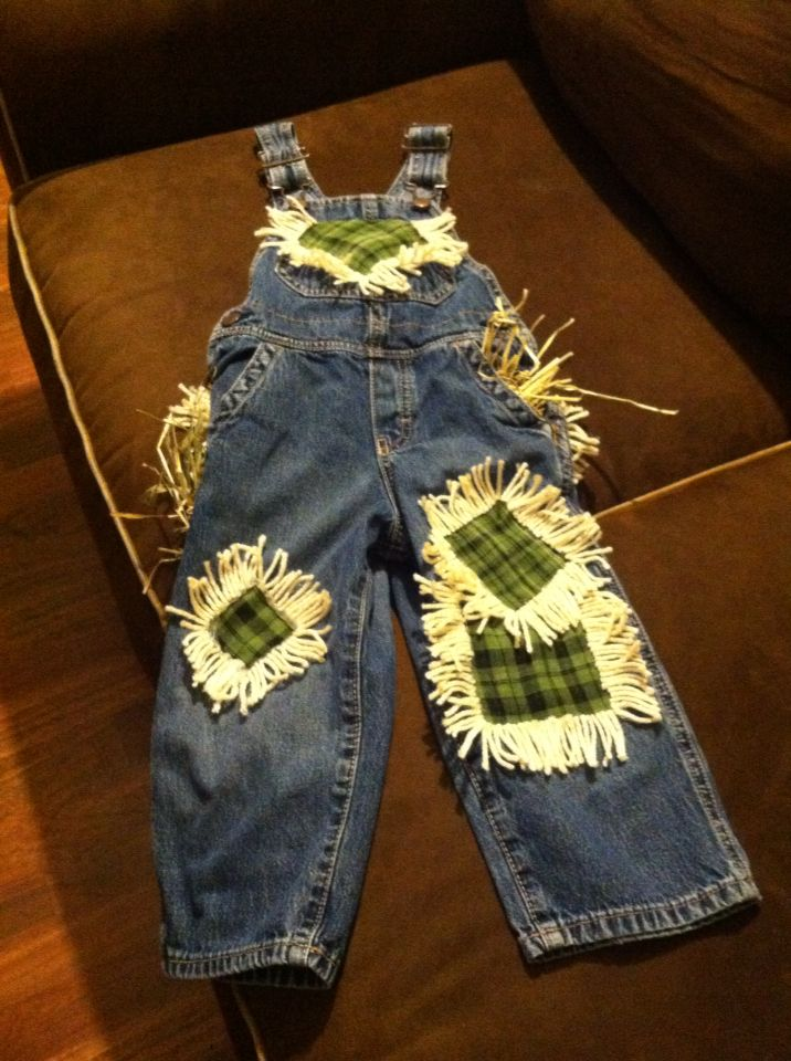DIY scarecrow costume for toddler #scarecrowcostumediy