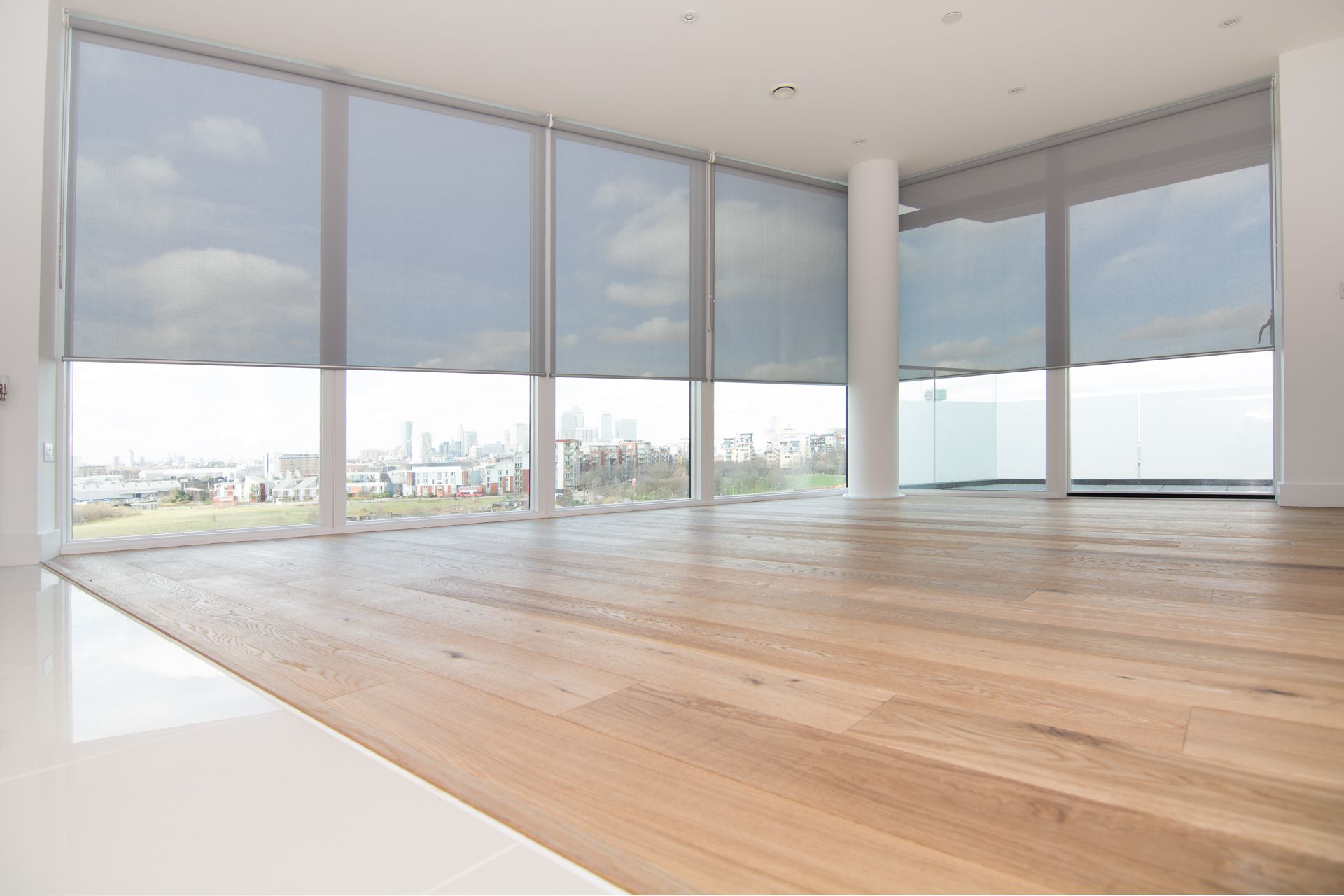 Sunscreen roller blinds for floor to ceiling windows in for Best blinds for floor to ceiling windows