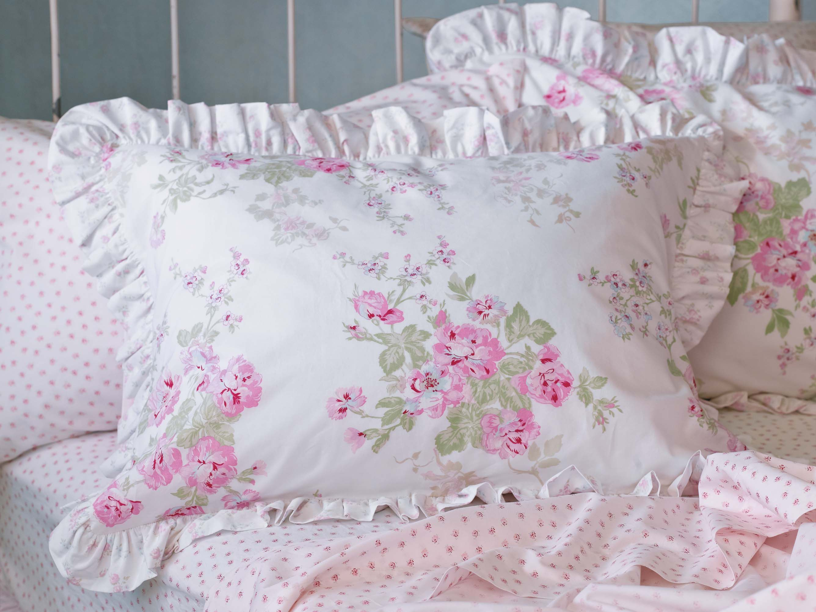 Simply shabby chic essex floral bedding at target for Shabby chic bett