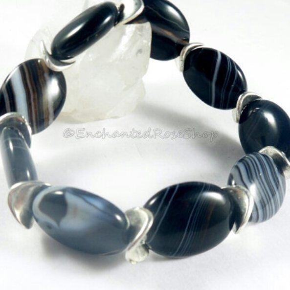#agatebracelet #bohochic #bohochicstyle #beadedbracelet #bohemianjewelry #bohemianaccessories #bohobracelet #hippiegypsystyle #enchantedroseshop #blackbracelet #bohemianbracelets