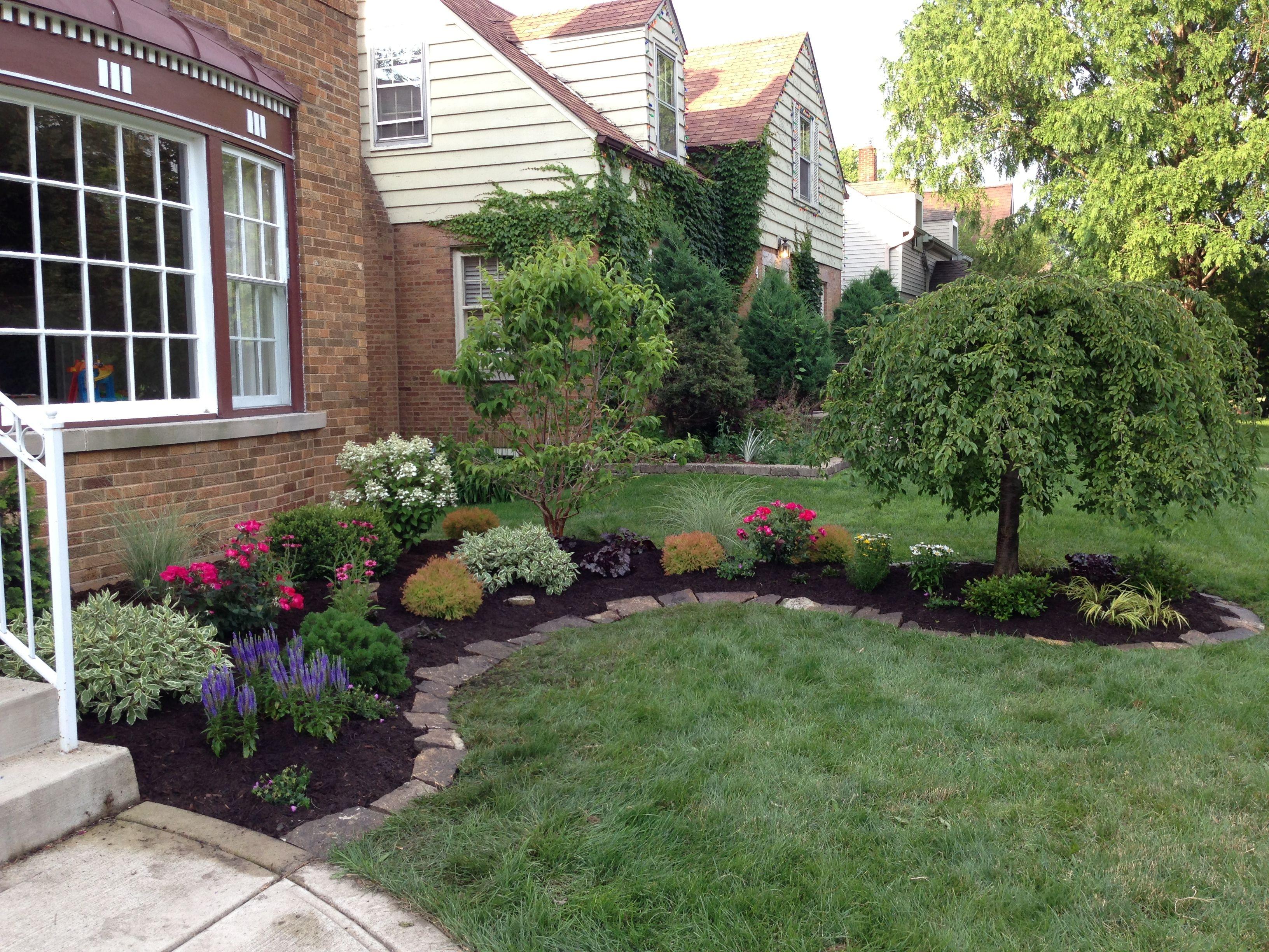 This informal suburban Chicago cottage garden installation ...