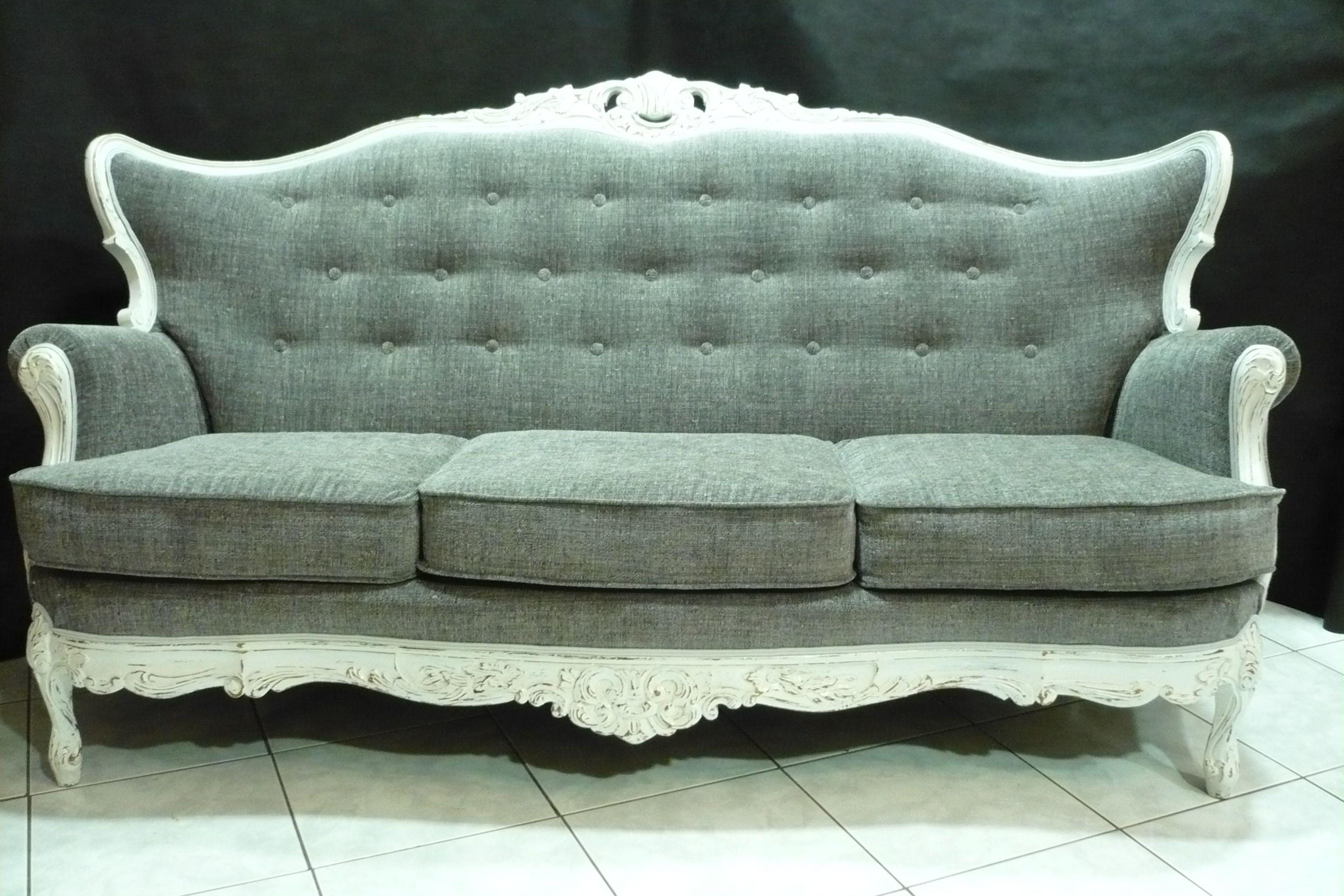 canap baroque bois peint en blanc et vieilli recouvert d 39 un tissu gris anthracite dossier. Black Bedroom Furniture Sets. Home Design Ideas