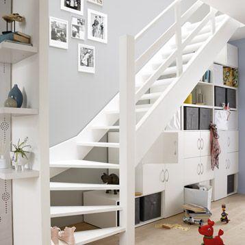 Rangement sous escalier spaceo inspiration maison - Rangement sous escalier tournant ...