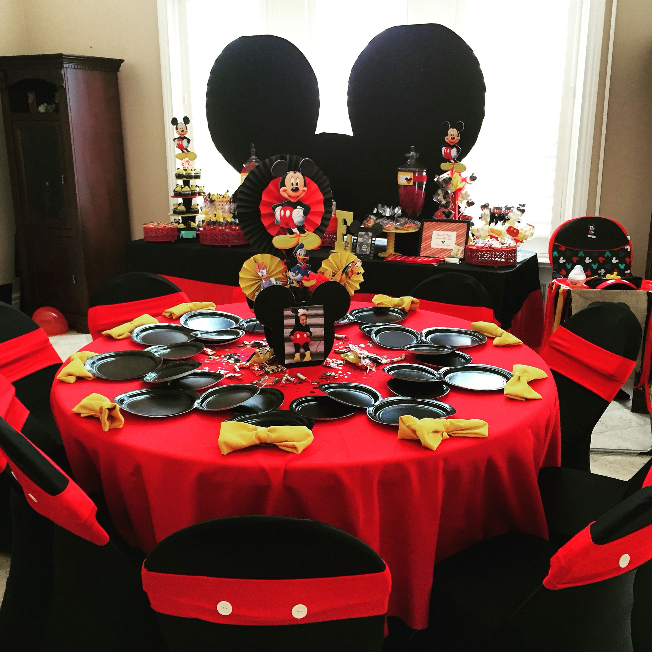 Mickey mouse centerpiece mickey mouse theme party kids for Decoration sweet table