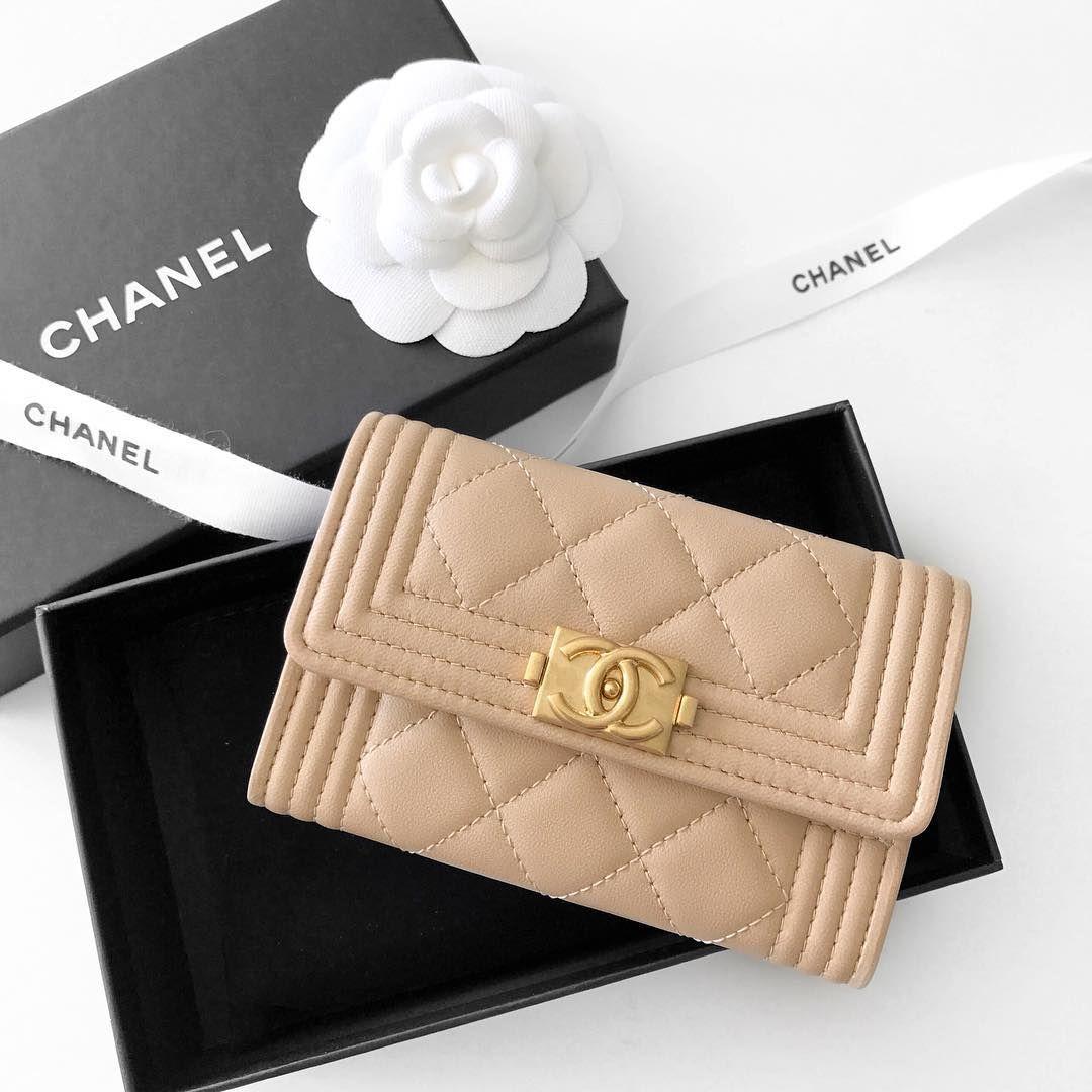 07c62c705e4441 Chanel 'Boy' card holder   pinterest: @Blancazh   flowery   Chanel ...