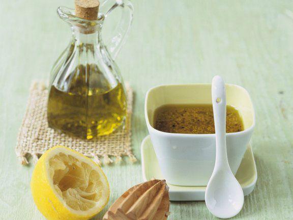 Hier finden Sie tolle Rezepte für Salatdressing – denn erst durch die Sauce wird ein Salat zum echten Genuss!