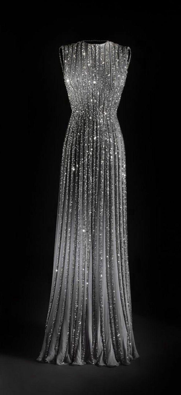 schicke kleider langes graues abendkleid mit vielen kristalls