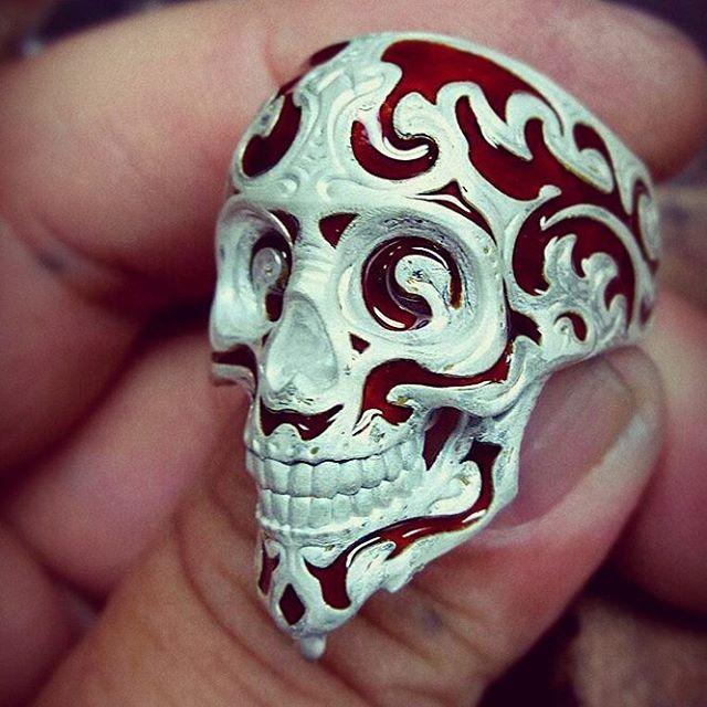Baroque Skull Ring, enamel process #zbrushyjoyeria #zbrush #pixologiczbrush #pixologic #zbrushandjewelry #esculturadigital15 #joyeria3d #jewelrydesign #jewelry #3djewelry #diseñojoyas#enjoyye#