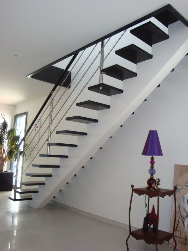 escalier limon central 600 800 escaliers. Black Bedroom Furniture Sets. Home Design Ideas