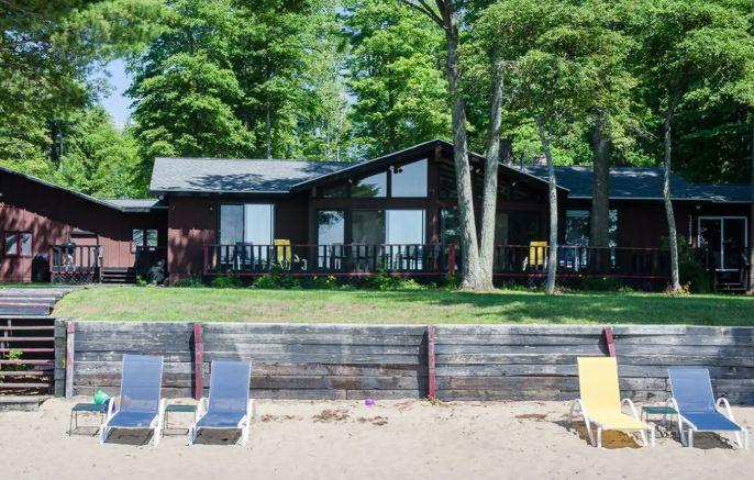 Michigan Airbnb Wedding in 2020   Michigan cottage, Fall ...