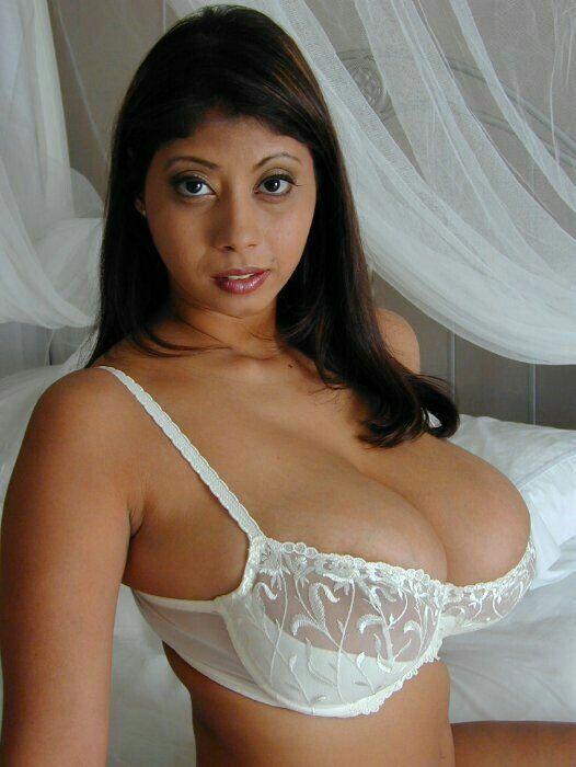 hot selena gomez boobs