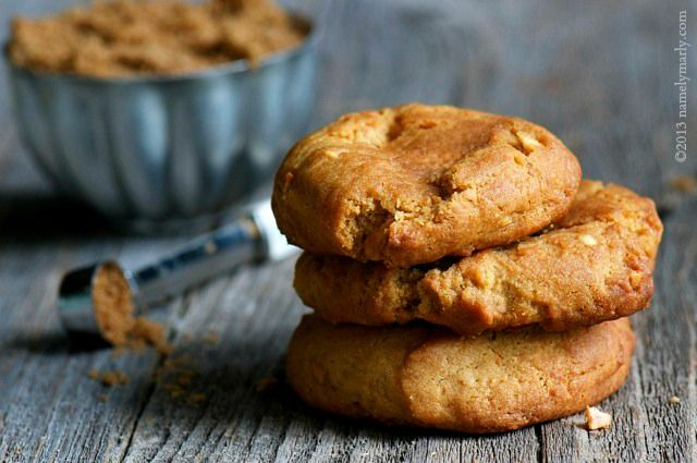 These are not your mother's peanut butter cookies - Peanut Butter and Cheese Cookies. #vegan