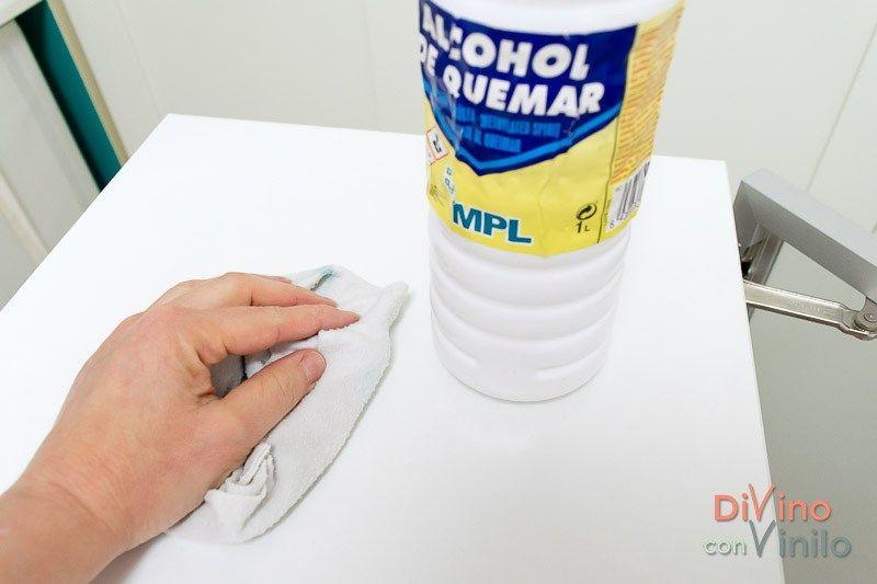 Limpiar La Superficie Con Alcohol De Quemar Antes De Forrar Un Mueble Con Vinilo Adhesivo Vinilo Adhesivo Vinilo Vinilos Para Muebles