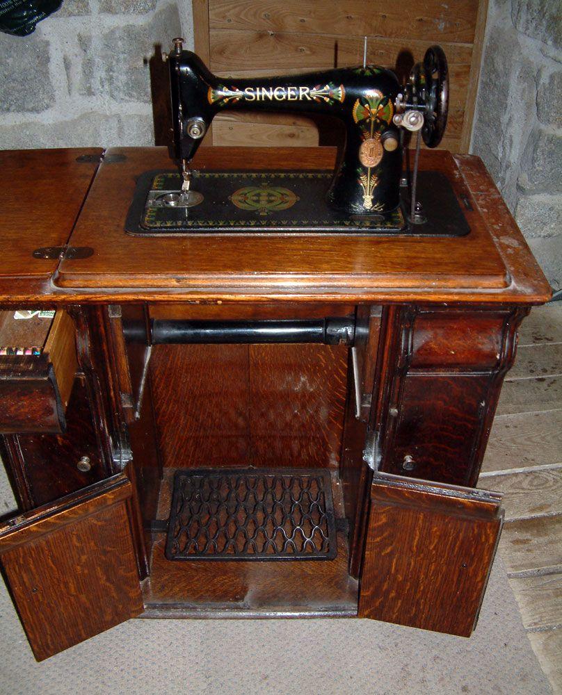 les 25 meilleures id es de la cat gorie machines coudre singer sur pinterest tables de. Black Bedroom Furniture Sets. Home Design Ideas