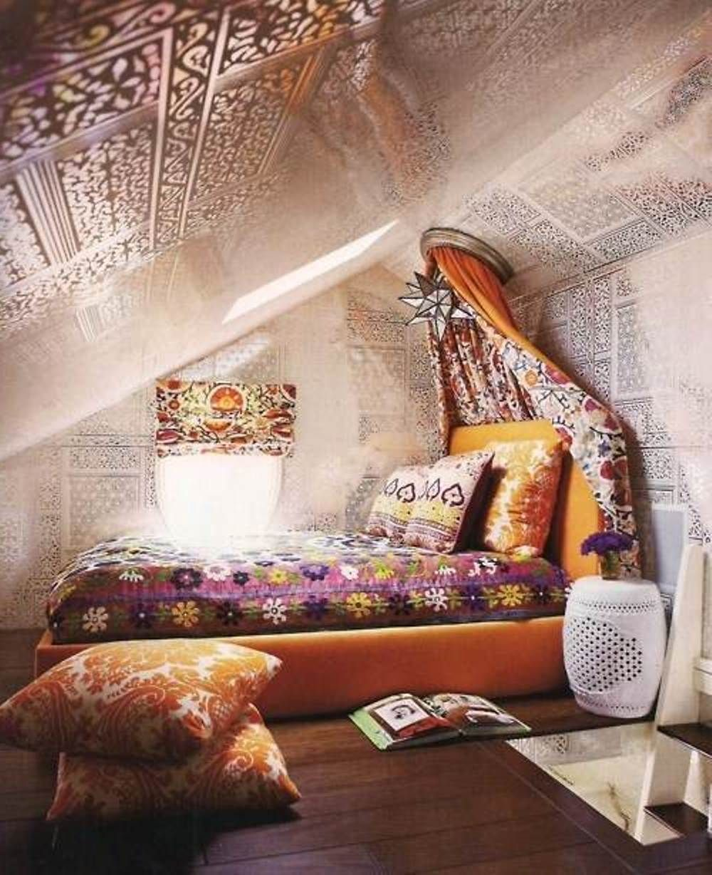 Attic bedroom with a hippie vibe hippie boho chic style for Bed styling ideas