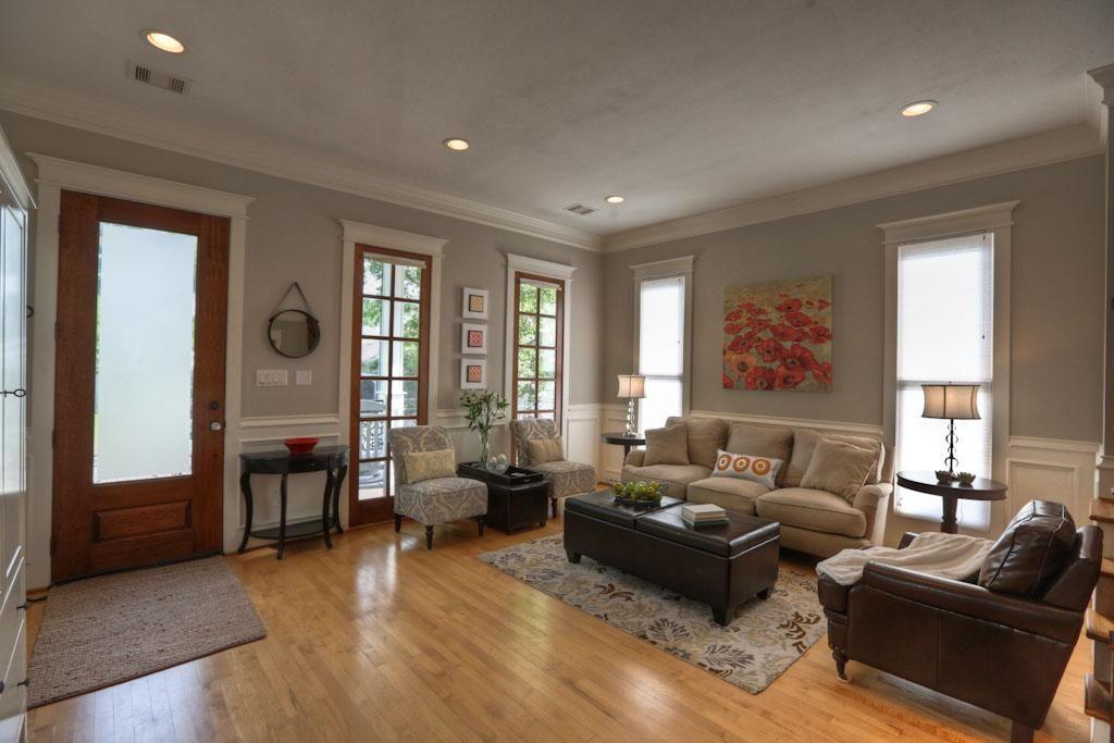 Luxurious And Splendid Wooden Floor Living Room Designs