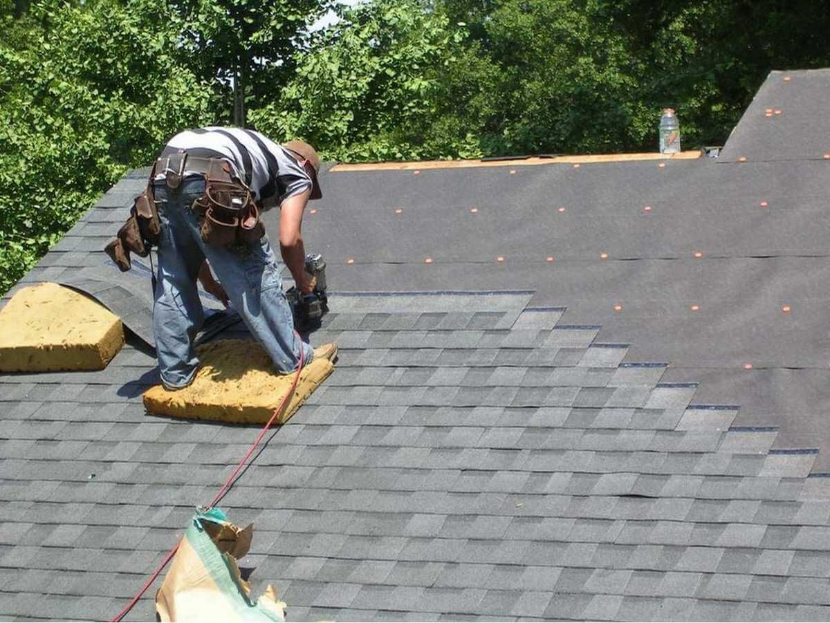 Contact Ferris Roofing Contractors For Roof Repair Fort Worth Tx And Re Roof Call Us Today A Architectural Shingles Roofing Services Installing Roof Shingles