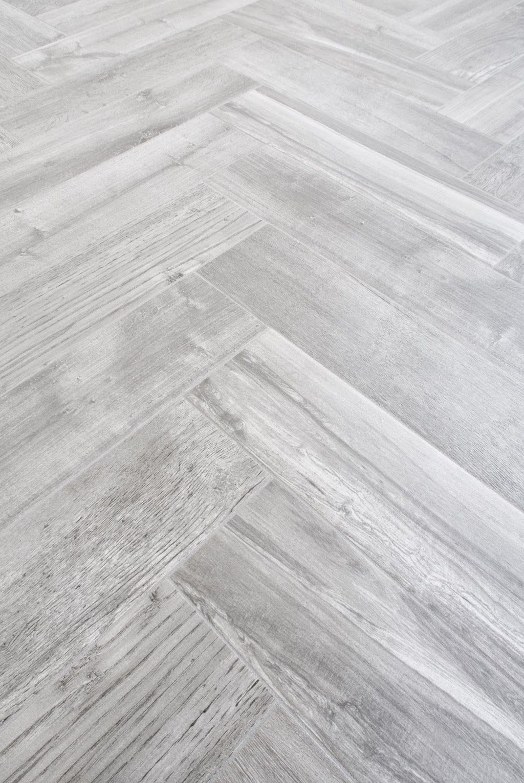 The Herringbone Pattern Is Beautiful And We Are Going To Show You How To Get The Exact Same Look When Laying Herringbone Tile Floors Herringbone Tile Flooring