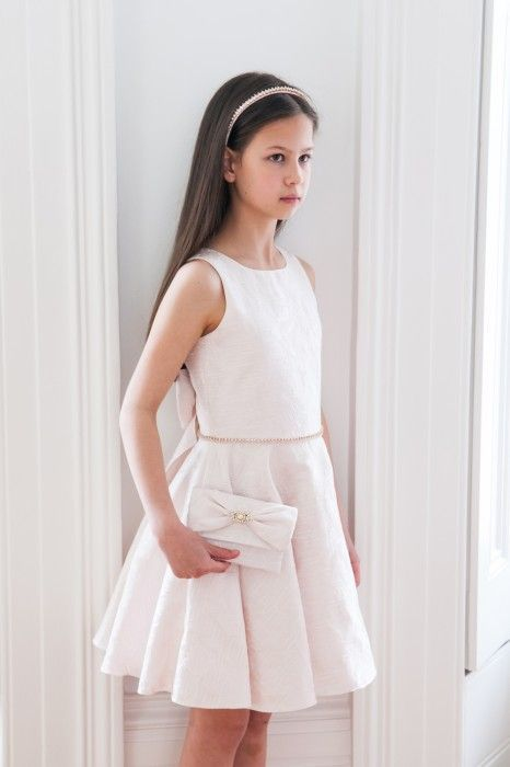 Cocuk Abiye Kiyafet Modelleri Beyaz Kisa Yuvarlak Yaka Kolsuz Belinde Tas Isleme Kemerli Kiyafet Yazlik Kiyafetler Elbise Modelleri