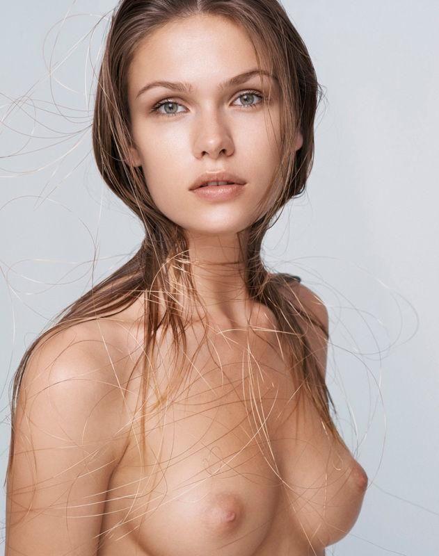 Sofia en femjoy desnuda