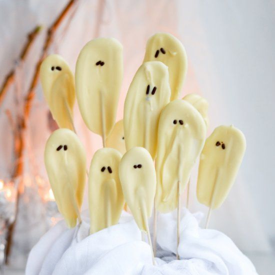 Last minute treat idea, you'll make these chocolate ghosts and mummies in no time.