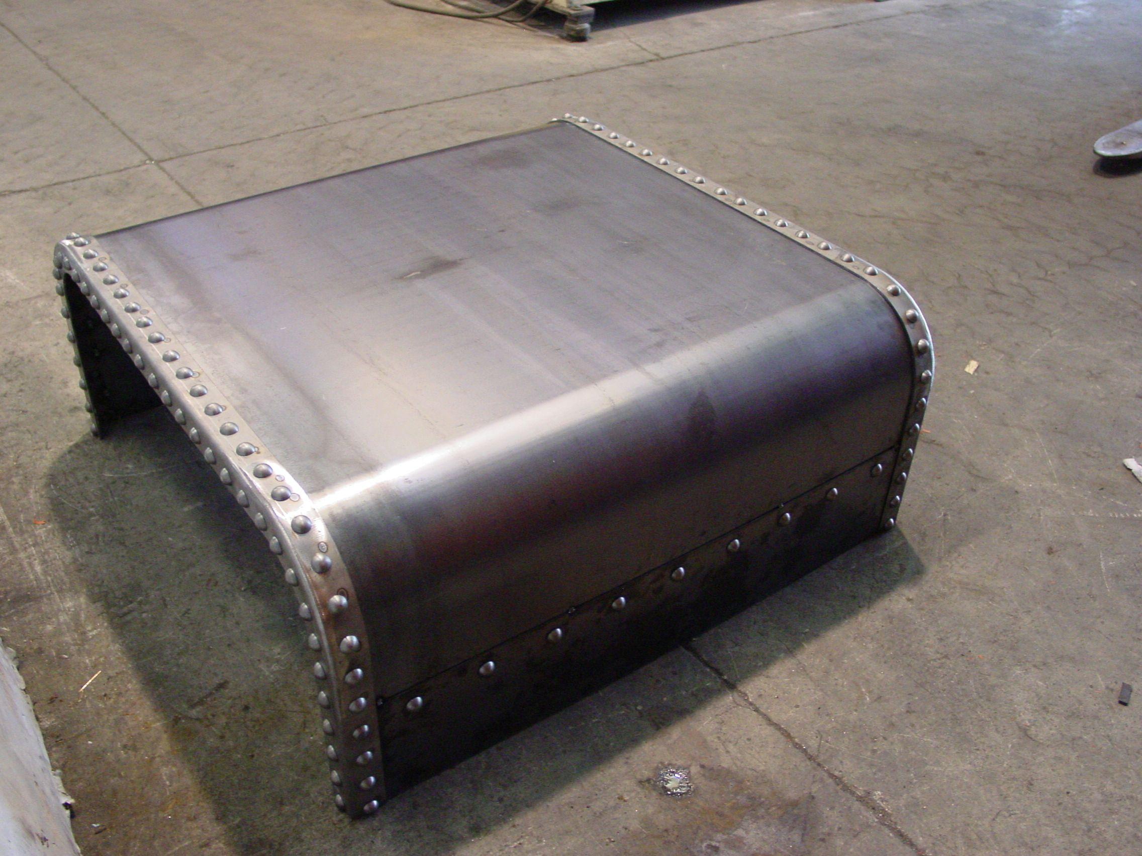 Mesa en chapa de hierro con remaches tama o peque o for Remaches de hierro