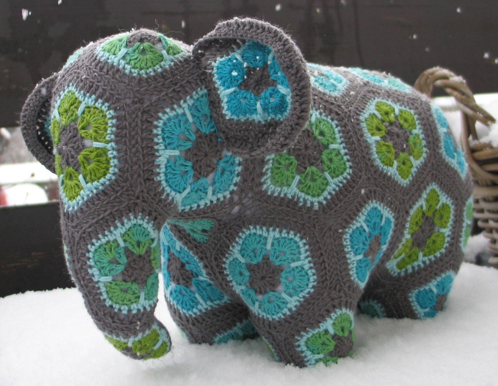 African Flowers Elephant http://www.ravelry.com/projects/LanArta ...