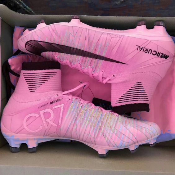 the best attitude 9f36e 794ed crampons CR7 rose 😍 😍 basketfemme aikochaussure chaussurefemme Flag  Football, Football Shoes