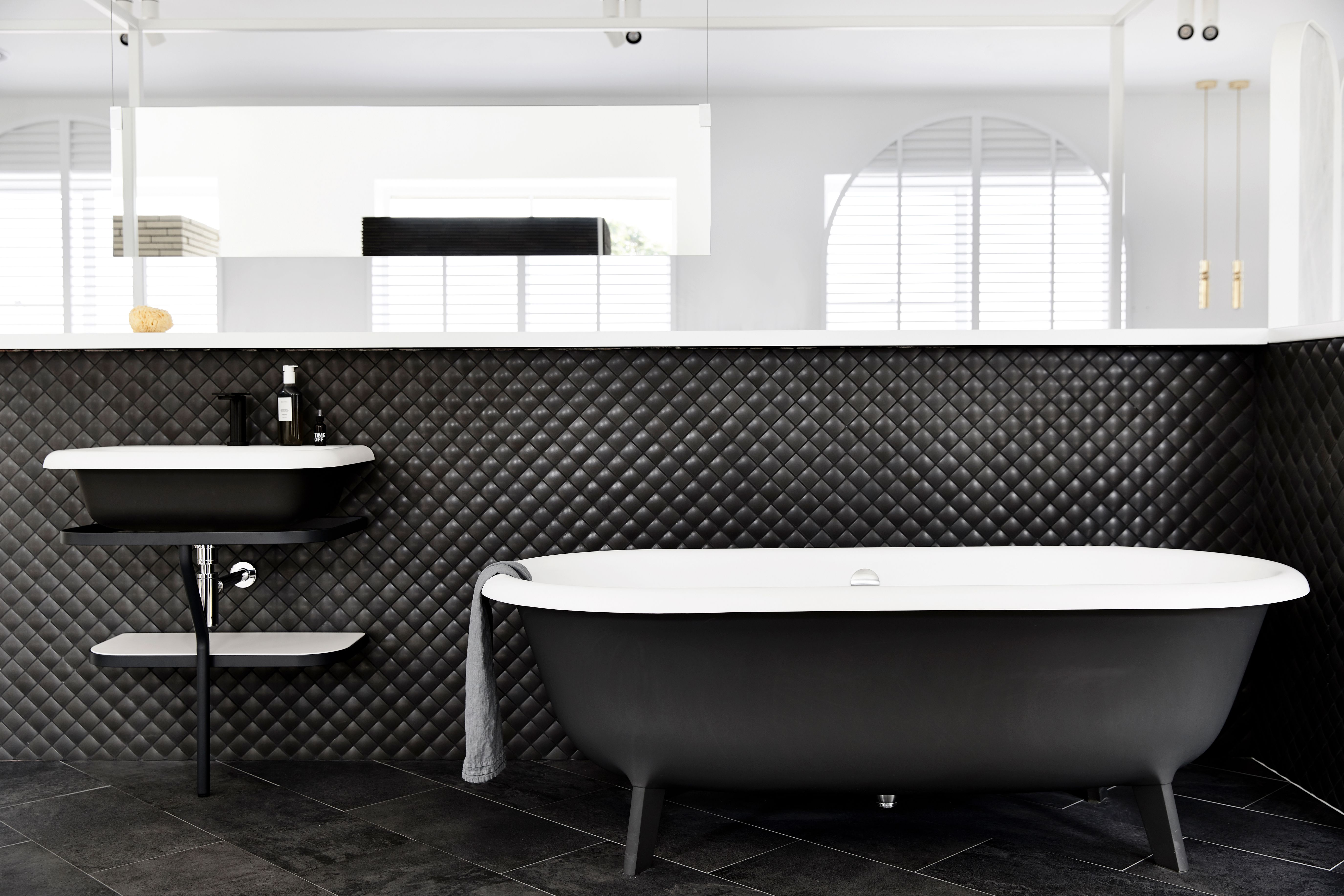 Sasha Chris Badkamer Agape Ottocento Bath And Basin Inax Madoka Tiles Pietra