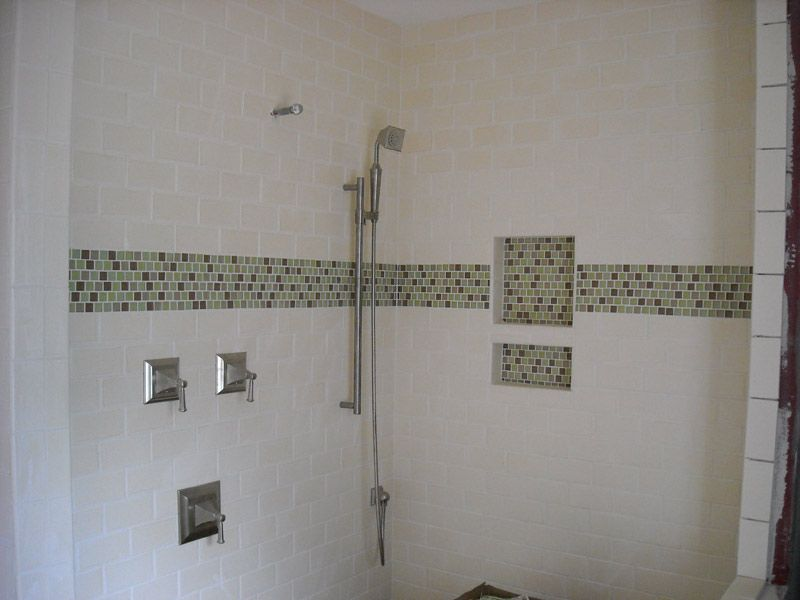 Awesome Bathroom Tile Accent Ideas Part - 6: Glass Tile Accent W/subway Tile. Glass Accent In Built In Shelves Too.