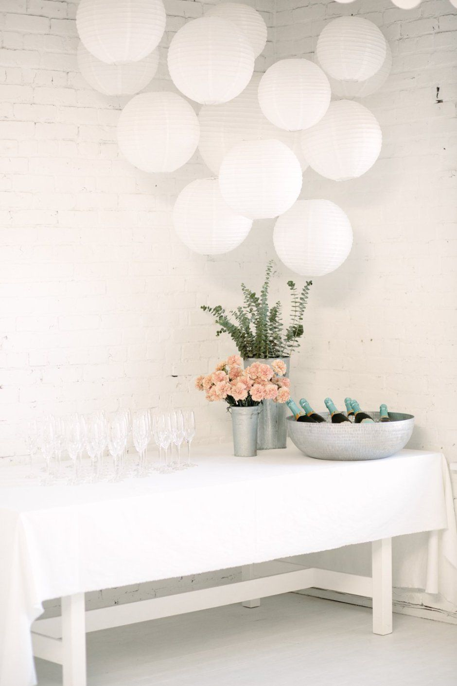 Fashion style Party Engagement simple decorations pictures for woman