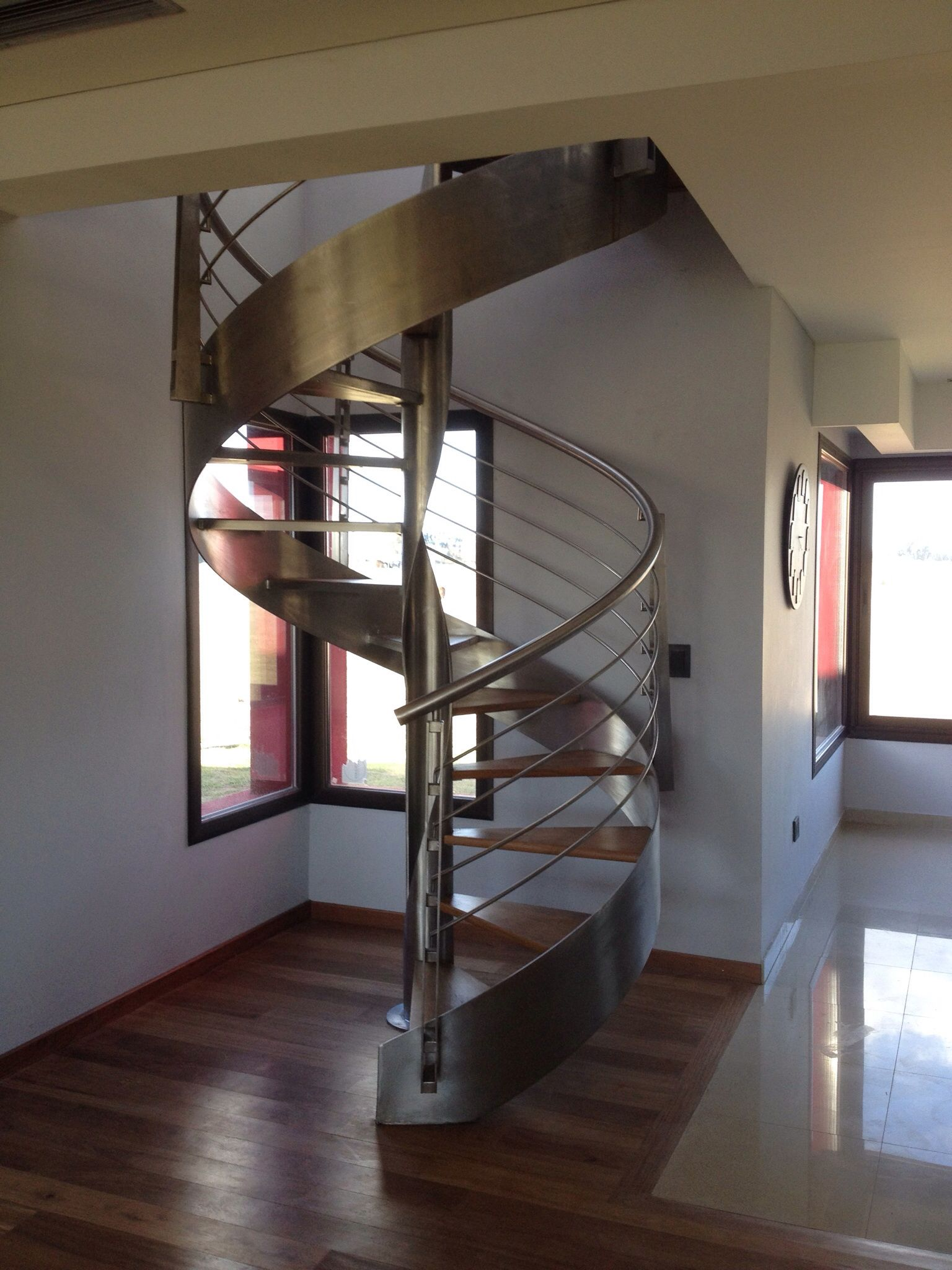 Escalera caracol moderna acero inoxidable escaleras for Escalera caracol 2 pisos