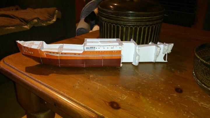 Danny zijn papieren bootje. Wat een monnikenwerk!