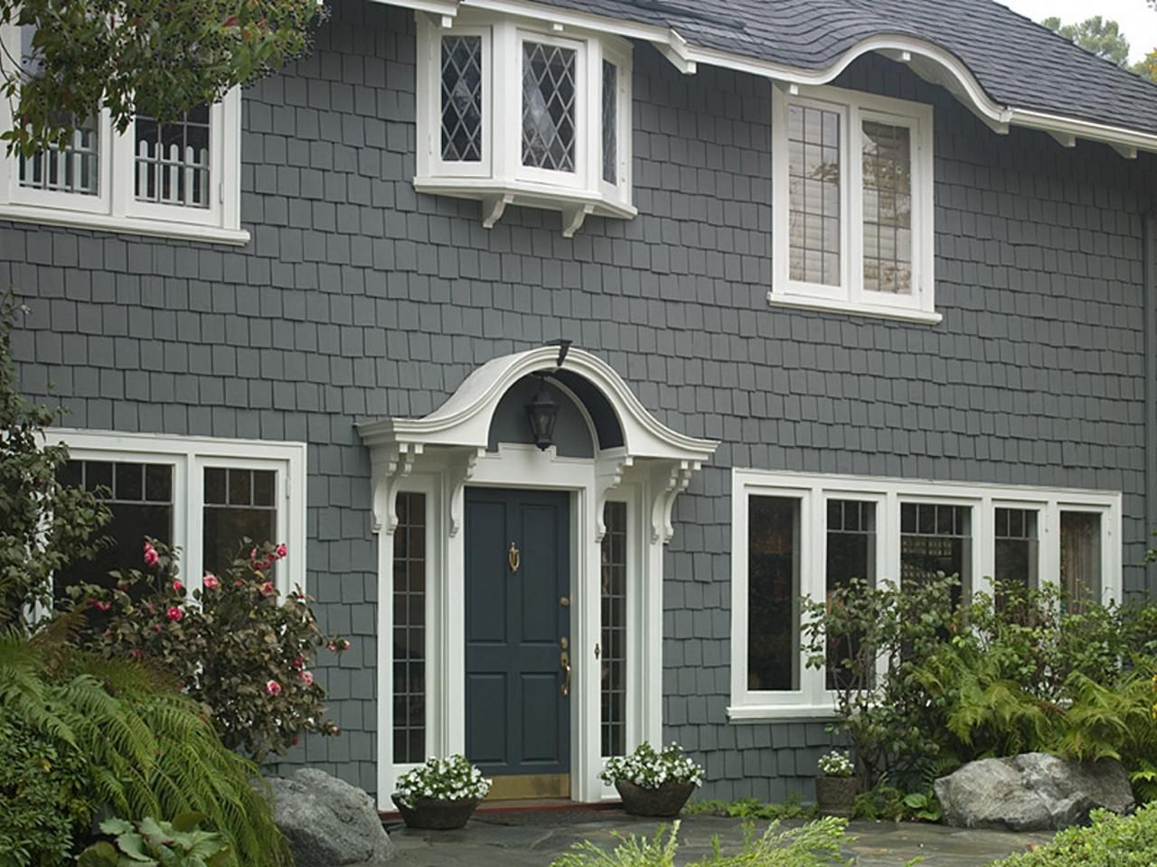 28 inviting home exterior color ideas traditional front for Grey exterior house