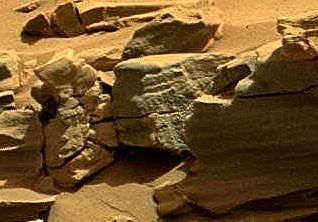 Sol 712 Letras Sobre Una Roca En Marte Words Letters On A Rock Curiosity Mars Mars Surface Planets And Moons Life On Mars