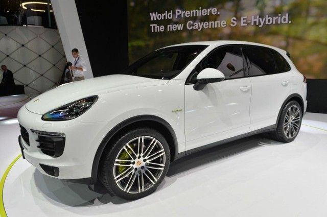 The 2017 Porsche Cayenne S Hybrid Is A Mid Size Luxury Crossover That Has Been Updated Both Under And Above Hood This Third Generation Vehicle