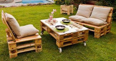 Jard n amueblado con muebles de - Muebles de jardin hechos con palets ...