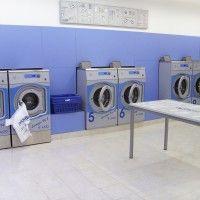 Coin laundry interior design - Onda blu | Laudromat ideas ...