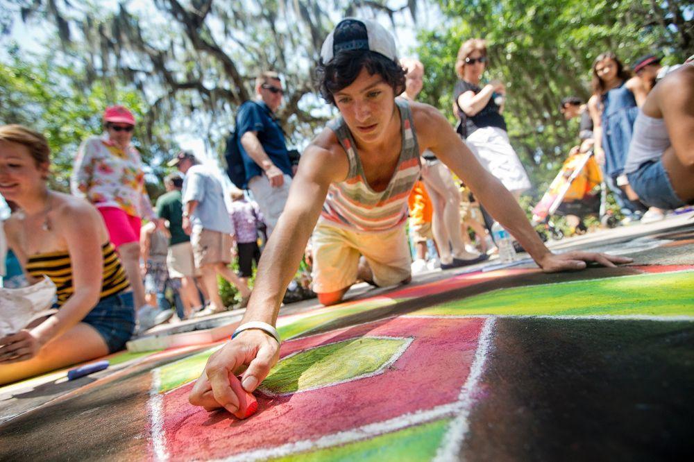 The annual Sidewalk Arts Festival brings students, alumni and prospective…