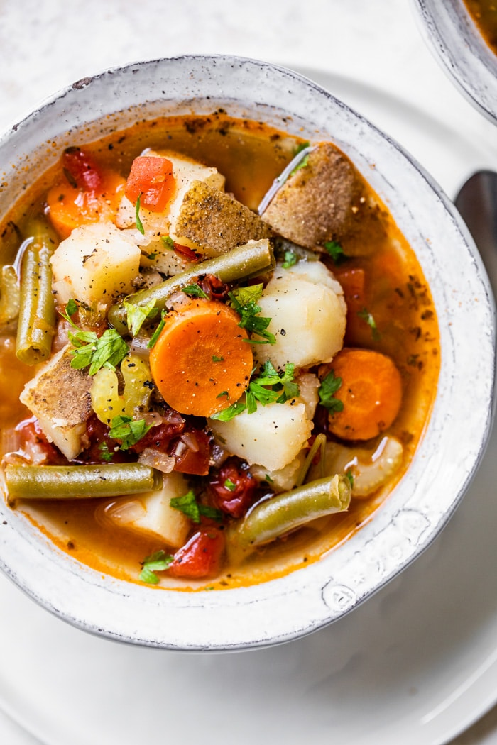 Instant Pot Vegetable Soup Healthy Instant Pot Vegetable Soup recipe that's full of flavor and ready in under 30 minutes! It's an easy vegetarian dinner or lunch made with potatoes and green beans and the only dish you need is a pressure cooker, so clean up is a breeze