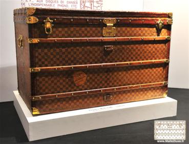 malle toile pochoir tropical Louis Vuitton damier   guide d achat ... aa21f937084